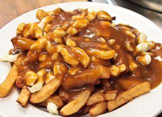 Poutine (French fries and cheese curds topped with gravy)