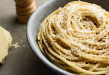 Cacio e Pepe pasta with cheese and pepper