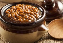 Fèves au Lard (traditional Quebec baked beans)