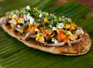 Huarache oval tortilla with toppings