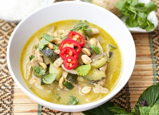 Kaeng Khiao Wan Thai green curry)