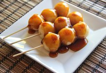 Mitarashi dango, rice dough dumplings with sweet-salty sauce