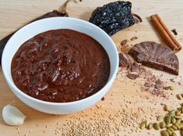 Mole chocolate based sauce