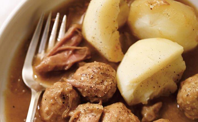 Ragoût de boulettes Quebecois meatball ragout